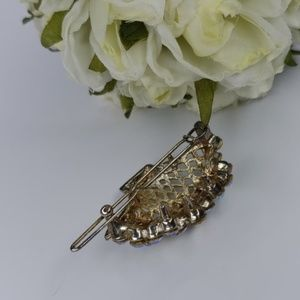 Jewelry - Vintage hair clip